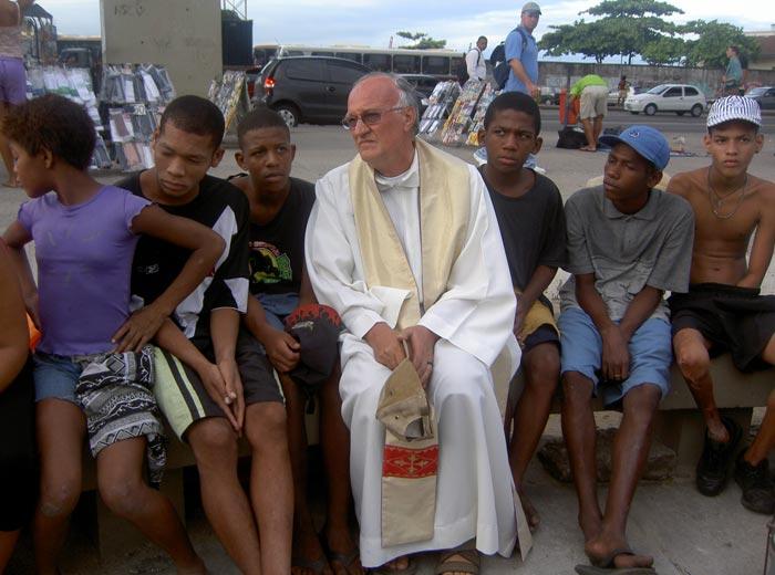 Padre Renato Chiera