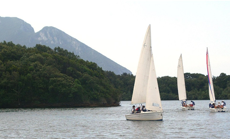 lago-paola-sabaudia-barche-pontili-vela