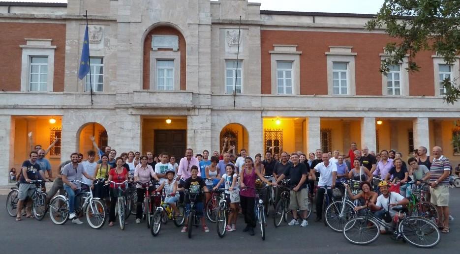 critical-mass-latina-bicicletta