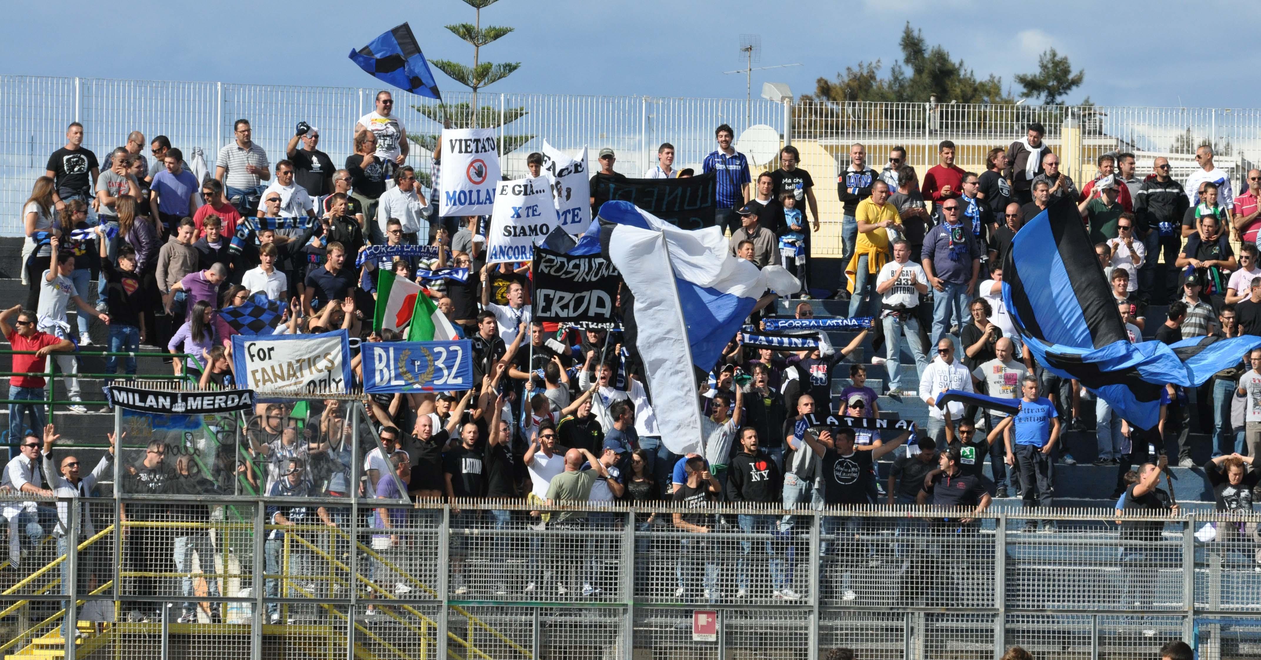latina-calcio-tifosi-stadio-8347622356