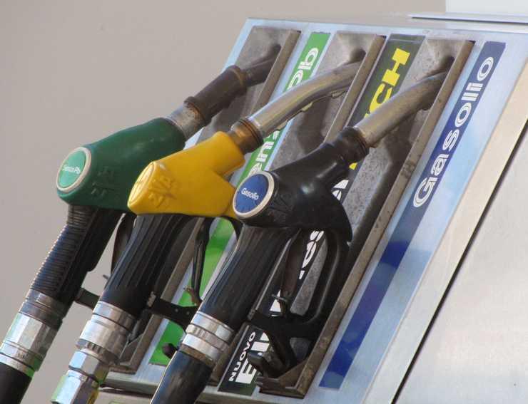 distributore-benzina-latina-468267253