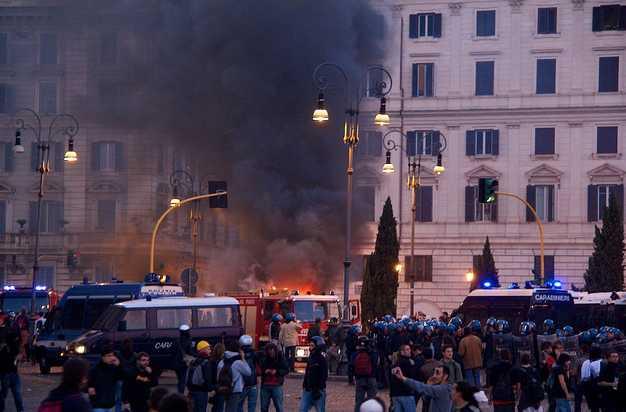 guerriglia-roma-manifestazione-48768225565