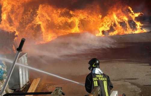 incendio-vigili-fuoco-latina-476876823654