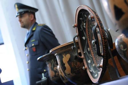 TRUFFE, SGOMINATA BANDA FALSARI OPERE D'ARTE: RAGGIRATO NOBILE -FOTO 4