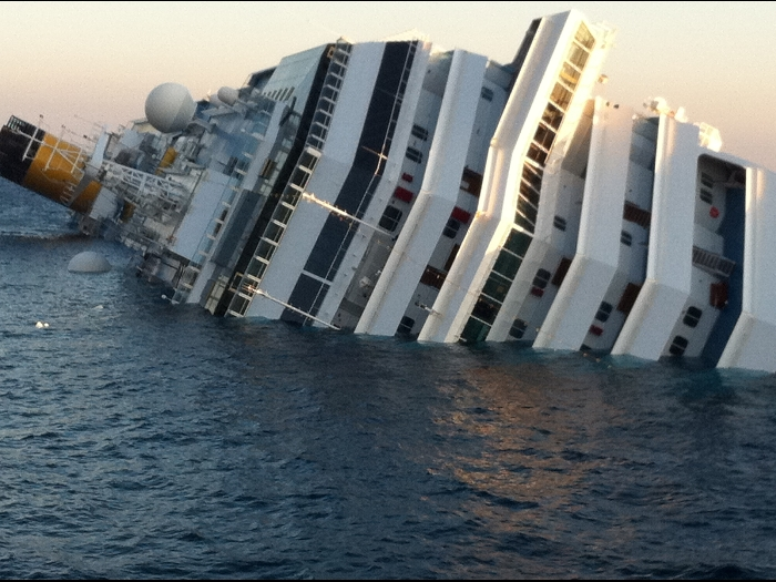 nave-costa-crociere-incagliata-003