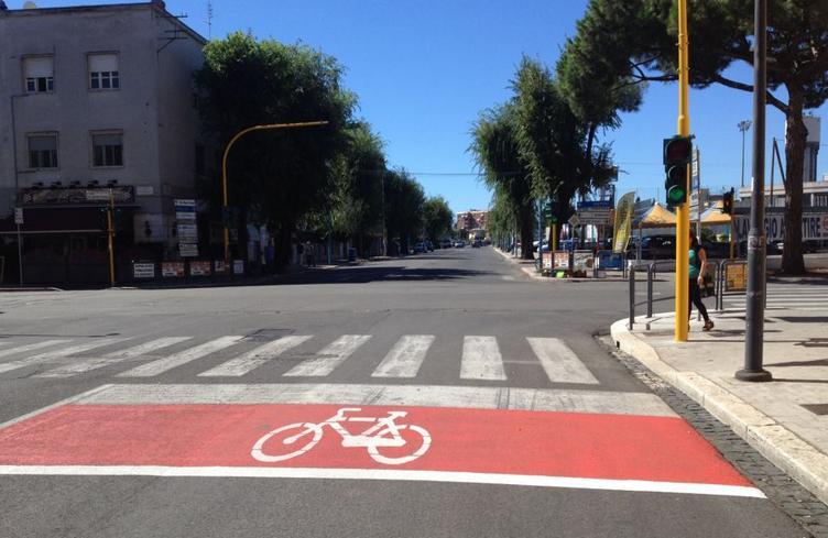 case-avanzate-strisce-bicicletta-latina