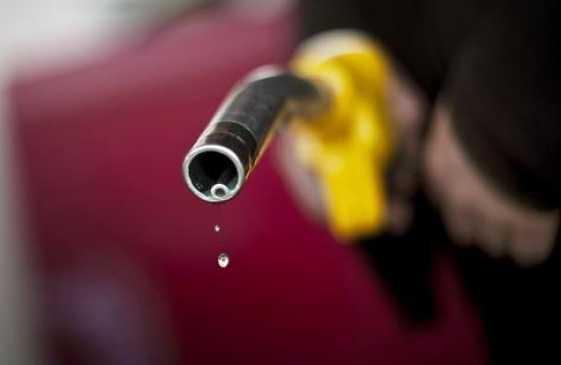 pompa-benzina-latina-43233209