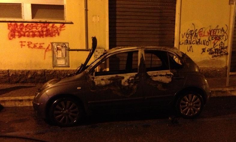 zona-pub-auto-fiamme-latina24ore