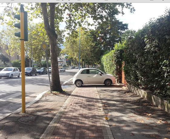 auto-parcheggiata-su-pista-ciclabile-latina-latina24ore-64788222