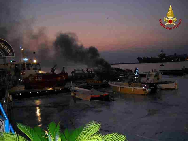 incendio yacht a  Gaeta 2
