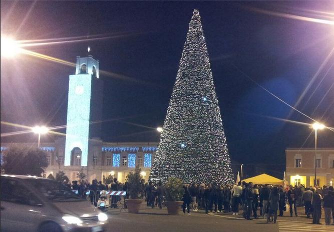 albero-natale-latina-piazza-latina24ore-5933455