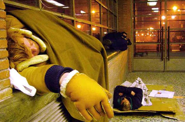 clochard-senzatetto-latina-stazione-5898733
