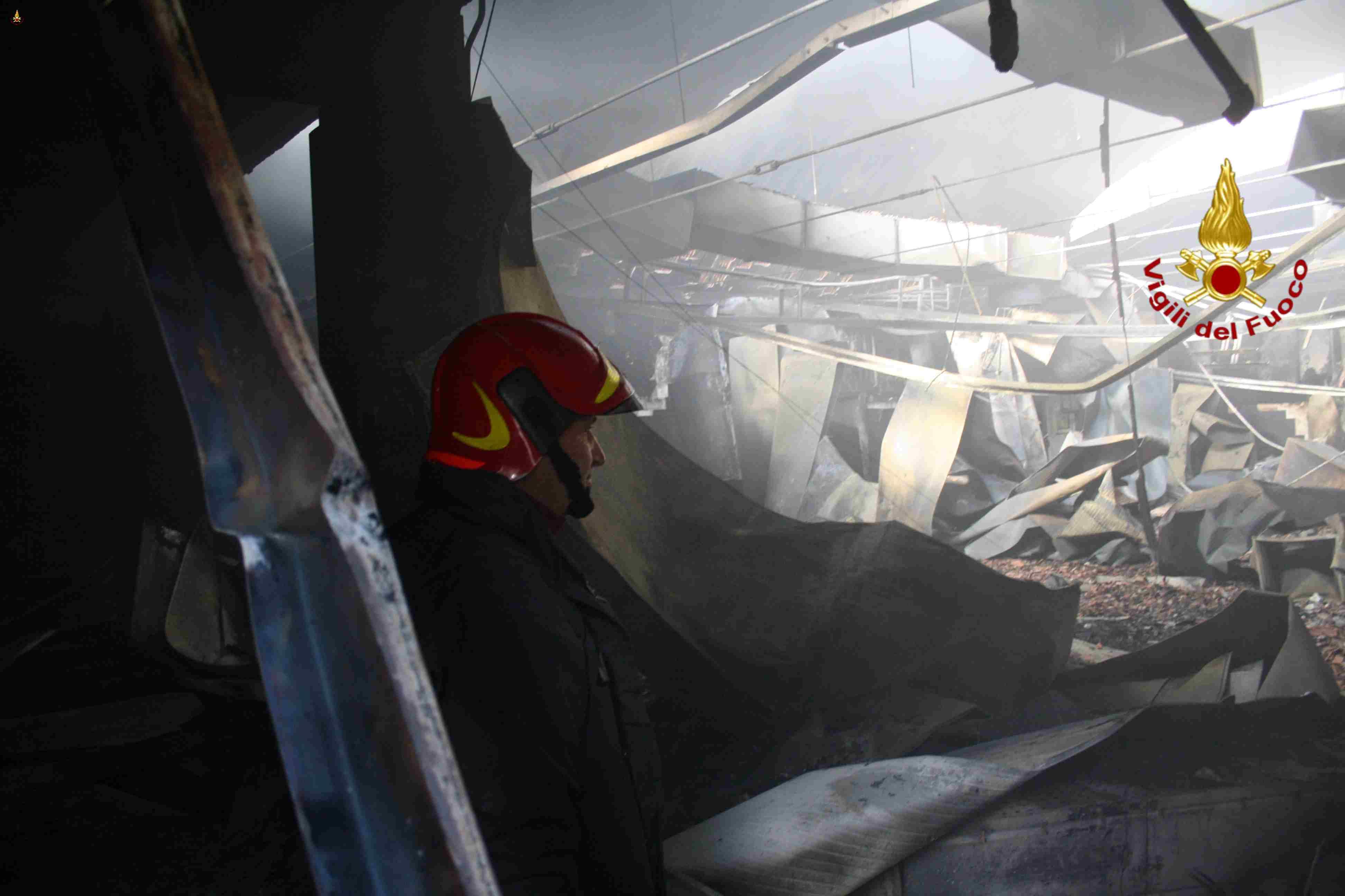 altra foto incendio ILSAP Latina 17 dicembre 2013