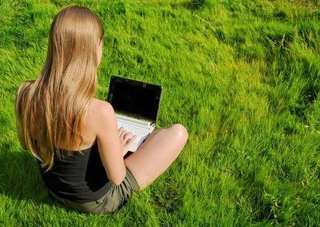 ragazza-computer-wifi-87509465421