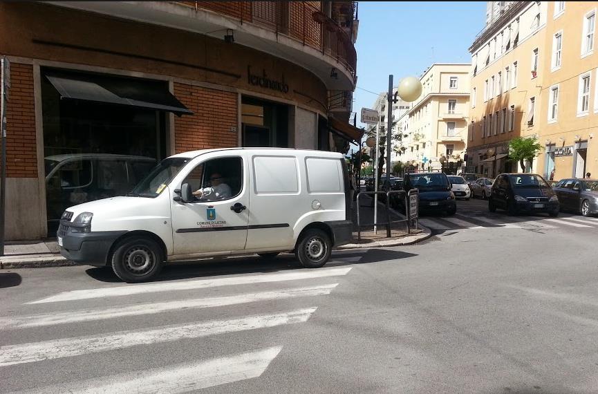 comune-auto-strisce-pedonali-latina24ore-5870234