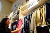 Iniziano i saldi, le famiglie spenderanno in media 180 euro