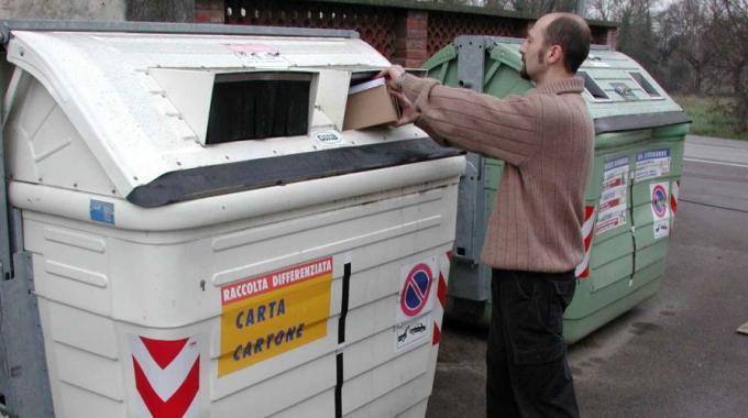 Rifiuti: Abruzzo prima in area Sud per raccolta carta