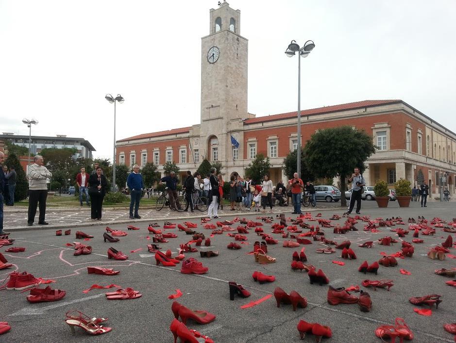 scarpe-rosse-femminicidio-latina-24ore