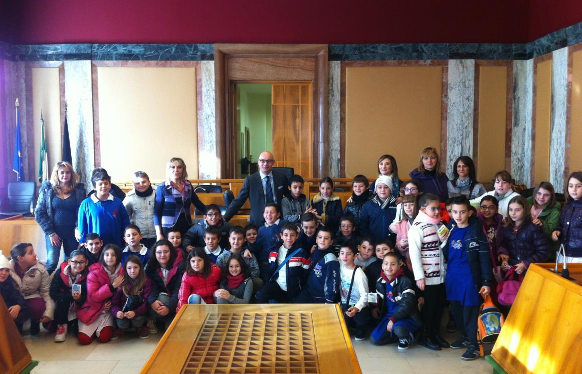 bambini-visita-comune-latina