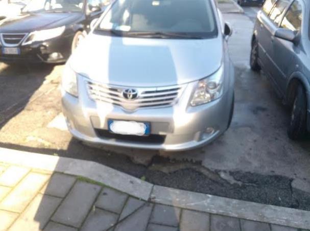 auto-parcheggio-selvaggio-latina-24ore
