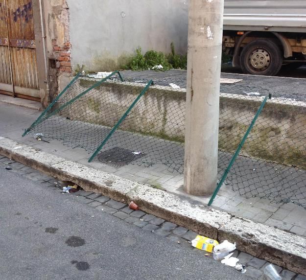 vandali-via-neghelli-latina-zona-pub