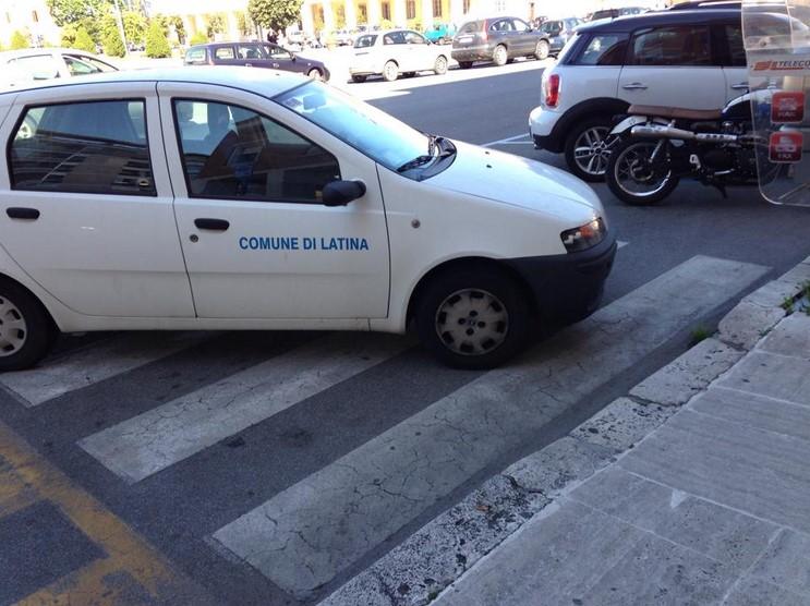 auto-comune-parcheggio-selvaggio-latina