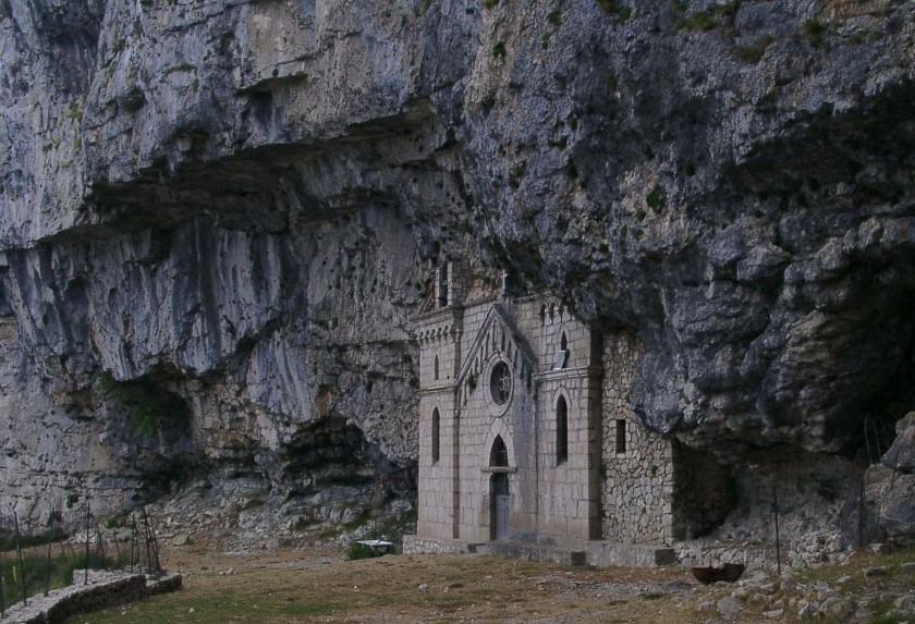chiesa-arcangelo-san-michele-roccia-formia