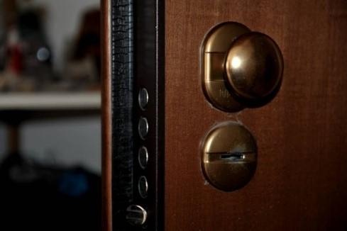 Latina allarme furti arriva la chiave magica che apre quasi tutte le serrature latina - Cambiare serratura porta ...