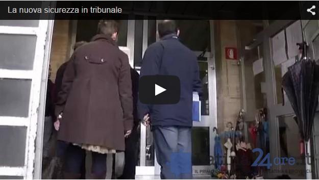 latina-tribunale-video-file-ingresso