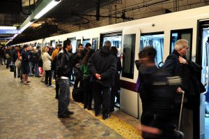 Roma, ragazzo di 15 anni cade sotto alla metropolitana