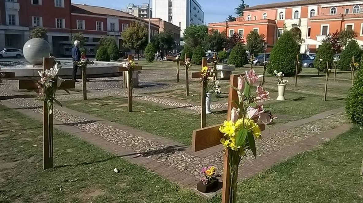 croci-piazza-popolo-latina