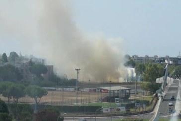 VIDEO Incendio in viale Nervi, il fumo arriva fino a Latinafiori