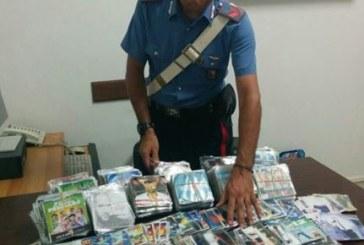 Gaeta, arrestato mentre cerca di vendere dvd contraffatti in spiaggia