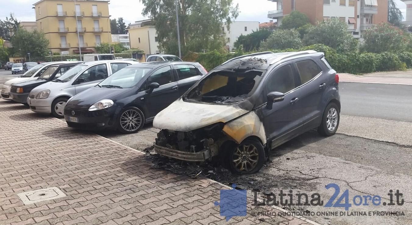 auto-incendiata-chiarato-latina