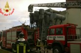 VIDEO FOTO Allarme ad Aprilia, incendio nella centrale Turbogas
