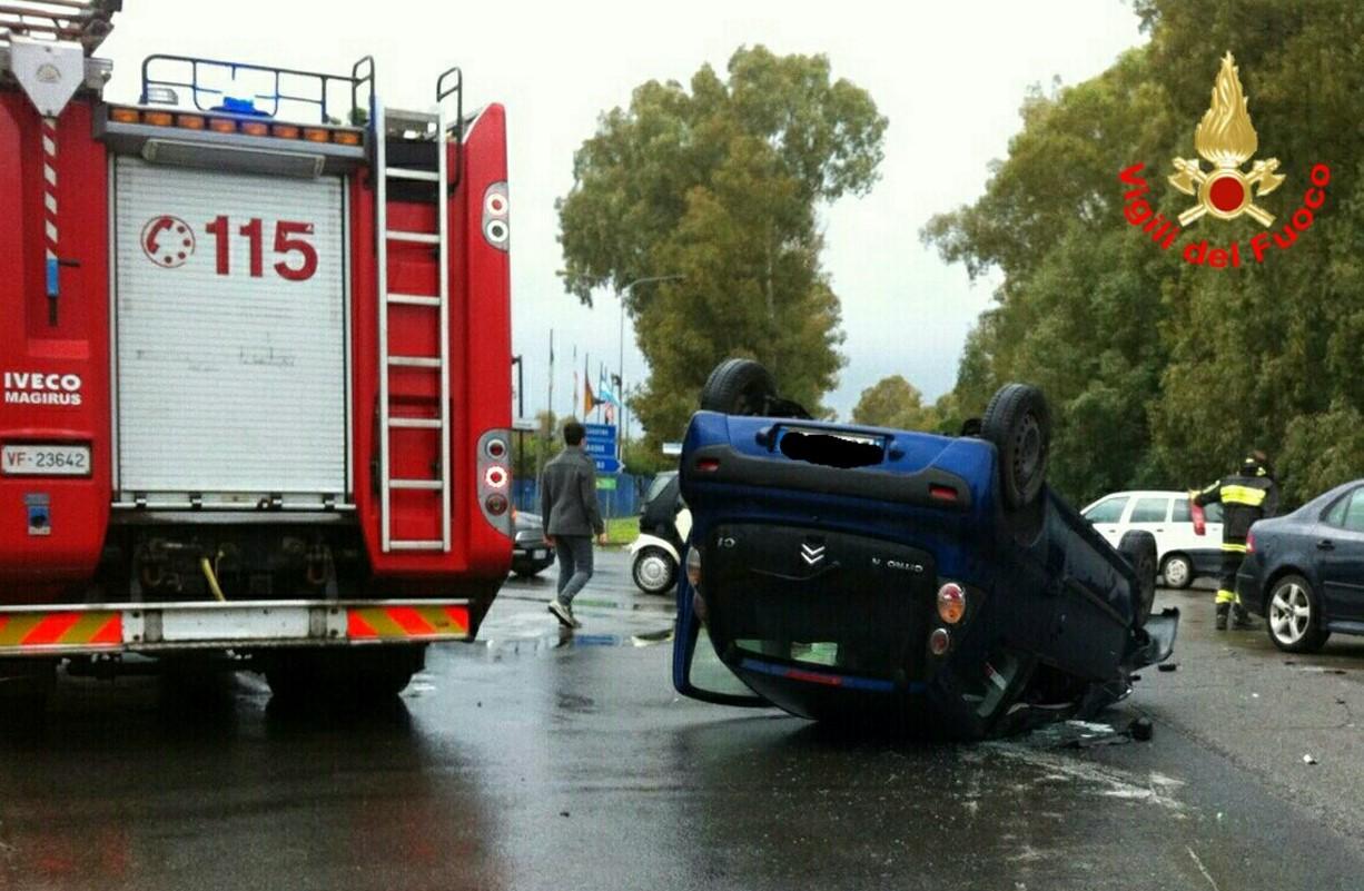 incidente-borgo-piave-auto-ribaltata