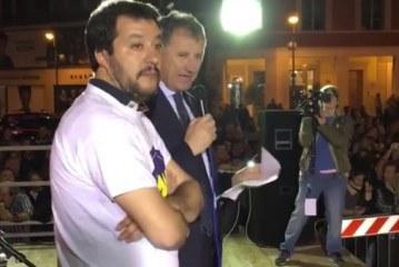 VIDEO Salvini in piazza a Latina annuncia l'accordo con Calandrini ma qualcuno fischia