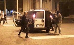 VIDEO Un rapimento in piazza a Cisterna, ma è solo il ciak di un film thriller