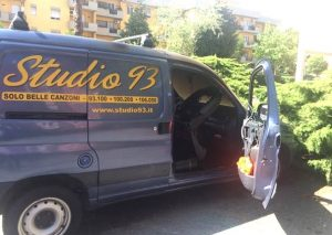 Incendiato il furgone di Studio93, la radio più ascoltata a Latina e provincia