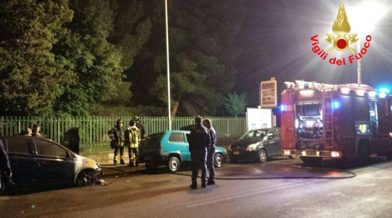 Due auto in fiamme in via Aspromonte a Latina
