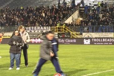 FOTO I ragazzi di Special Olympics in campo con i giocatori del Latina Calcio