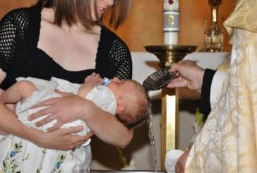 Padrini e madrine per battesimi e cresime, addio al certificato di idoneità. Apertura verso conviventi e divorziati