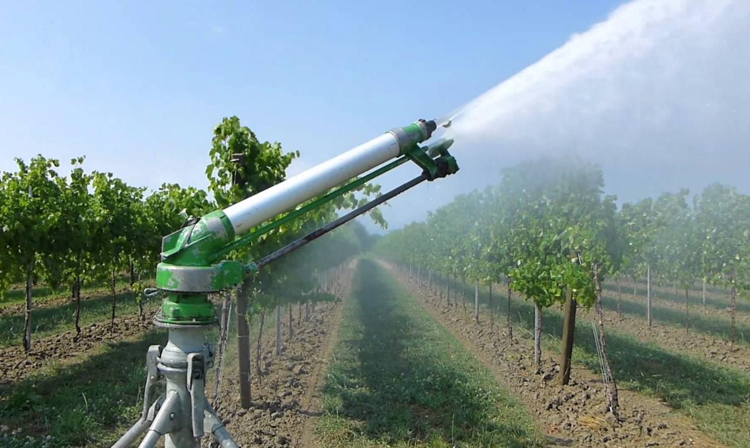 Consorzio di bonifica cos il sistema di irrigazione for Irrigazione per aspersione