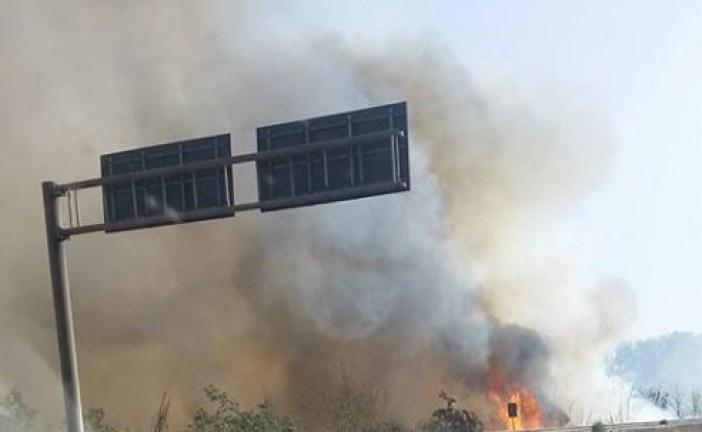 Incendio sulla Pontina, strada chiusa in direzione di Latina