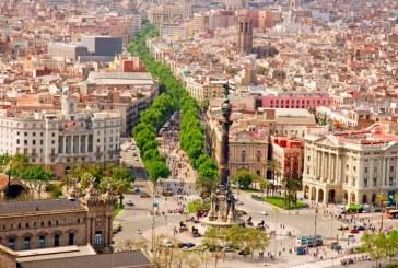Barcellona, oggi Rambla super affollata. Tutti in strada: non saranno loro a vincere