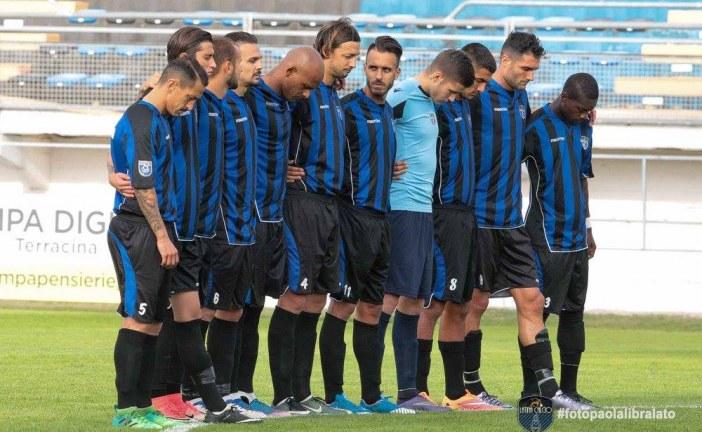 Tifosi del Latina disertano lo stadio durante il minuto di silenzio. La società: Non condividiamo né comprendiamo