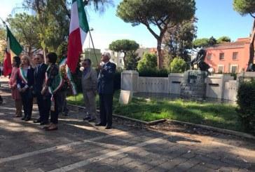 FOTO Piazza del Quadrato invasa dai rifiuti, pessima figura e imbarazzo alla commemorazione delle vittime del lavoro