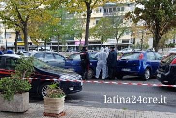 VIDEO Piazza Moro, ragazzo si suicida sparandosi in auto