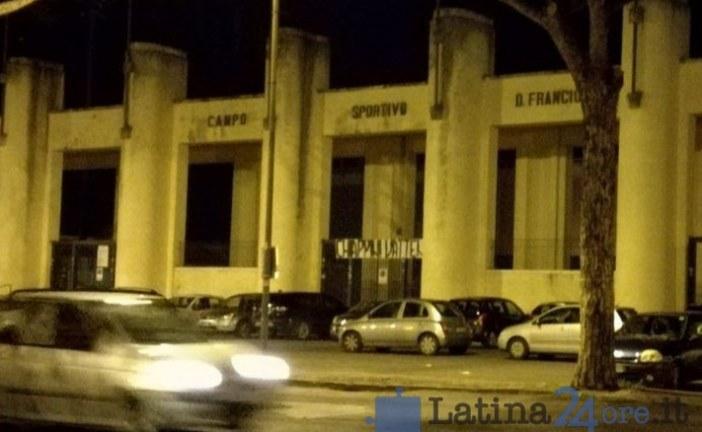 FOTO Calcio, striscione allo stadio Francioni: Chiappini vattene