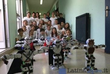 Scuola, i bambini della Rodari-Da Vinci studiano 11 robot umanoidi e li fanno suonare